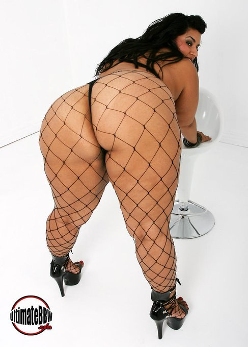 Have you voted your fav for a Fanny today? http://t.co/gxPXKDw4fl #bbw #thefannys #sofiarose #voluptuous
