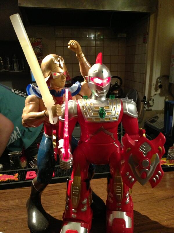 RT @Re_jigoku_fukei: つーわけで今夜のアシパンにてガンダム・スタイル氏とヤバトラセブンの邂逅がありました!まさに21世紀の魔神英雄伝!!おもしろYAVAかっこいいぜ!! #acidpanda http://t.co/ErGf5PaMez