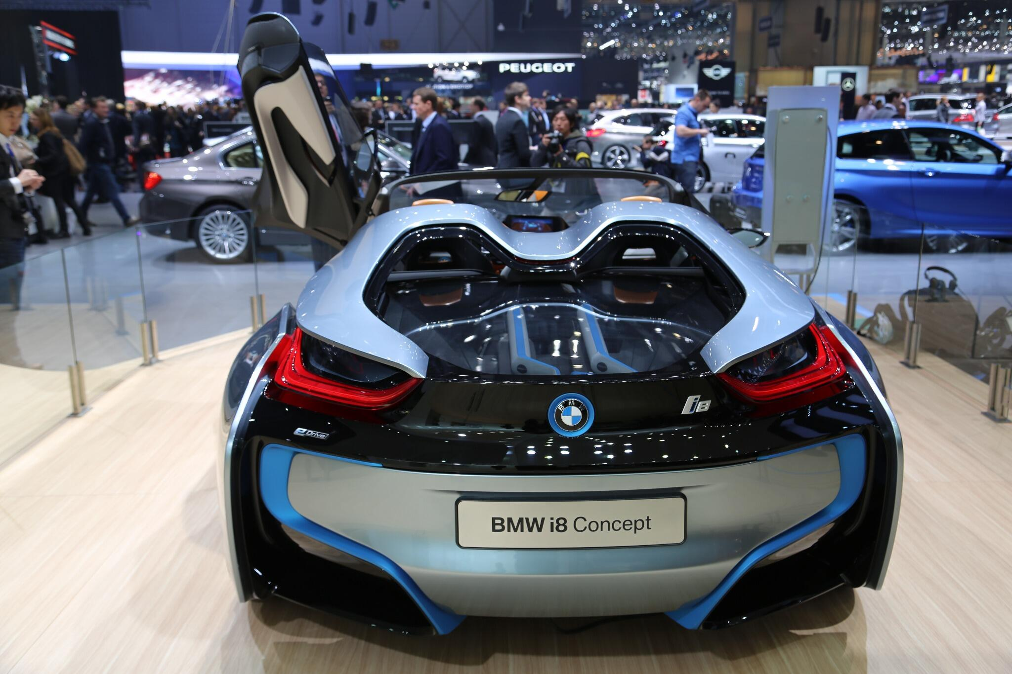 Standing above it all: The #BMWi8 Concept at #genevamotorshow #SIAG. http://t.co/sXrWyF5cOp