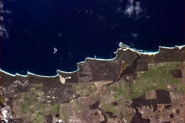 A shoreline mimicking cresting waves near Stokes National Park in Western Australia. http://t.co/hbxUr3NvYZ