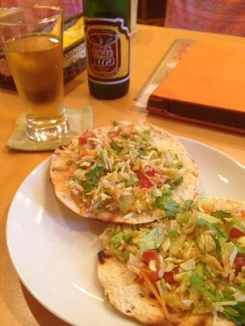 (via:nyokoyama) アールティ@秋葉原なう。インドのビールにインディアンスナック。マサラパーパルとパニールパコラ。今ひとつ特徴の無いビールだったが、ツマミが個性的かつ旨いので良しとする。:-P http://t.co/nzmOYiCbHN
