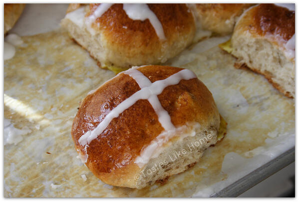Eat your Cross Buns with sharp cheddar cheese this year: http://t.co/8iqgKTRaqZ http://t.co/Jcf5KgFFzn