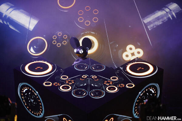 See the @deadmau5 in his lair-- the mainstage of #ULTRA15 http://t.co/9v4JUOhSgk