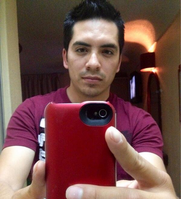 Arturo Vargas Rios (@LosPrimosArturo): Una rasurada y un baño me Caerían bien beshos la quiero mucho http://t.co/oWBZZtrvdj