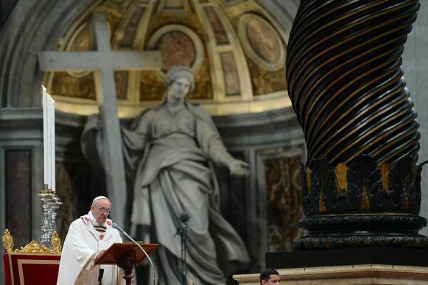 Papa durante la homilía de hoy: al buen sacerdote se le reconoce por cómo anda ungido su pueblo, esto es prueba clara http://t.co/T5QgD2GTHz