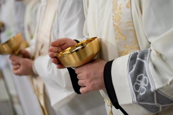 Foto del día: Los instrumentos humanos que nos dan a Dios #JuevesSanto #Díadelsacerdote http://t.co/objK7eQH7Z