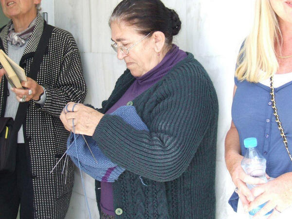 Gemini Reynolds (@geminiglam): Queued behind lady knitting at  bank yesterday waiting for bank to open everyone so calm #cyprus http://t.co/CTzuiOJ4Wu