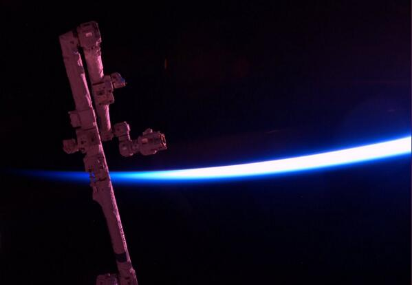 Tonight's Finale: Canadarm2 blushing with the dawn. http://t.co/qRxdhUXn93