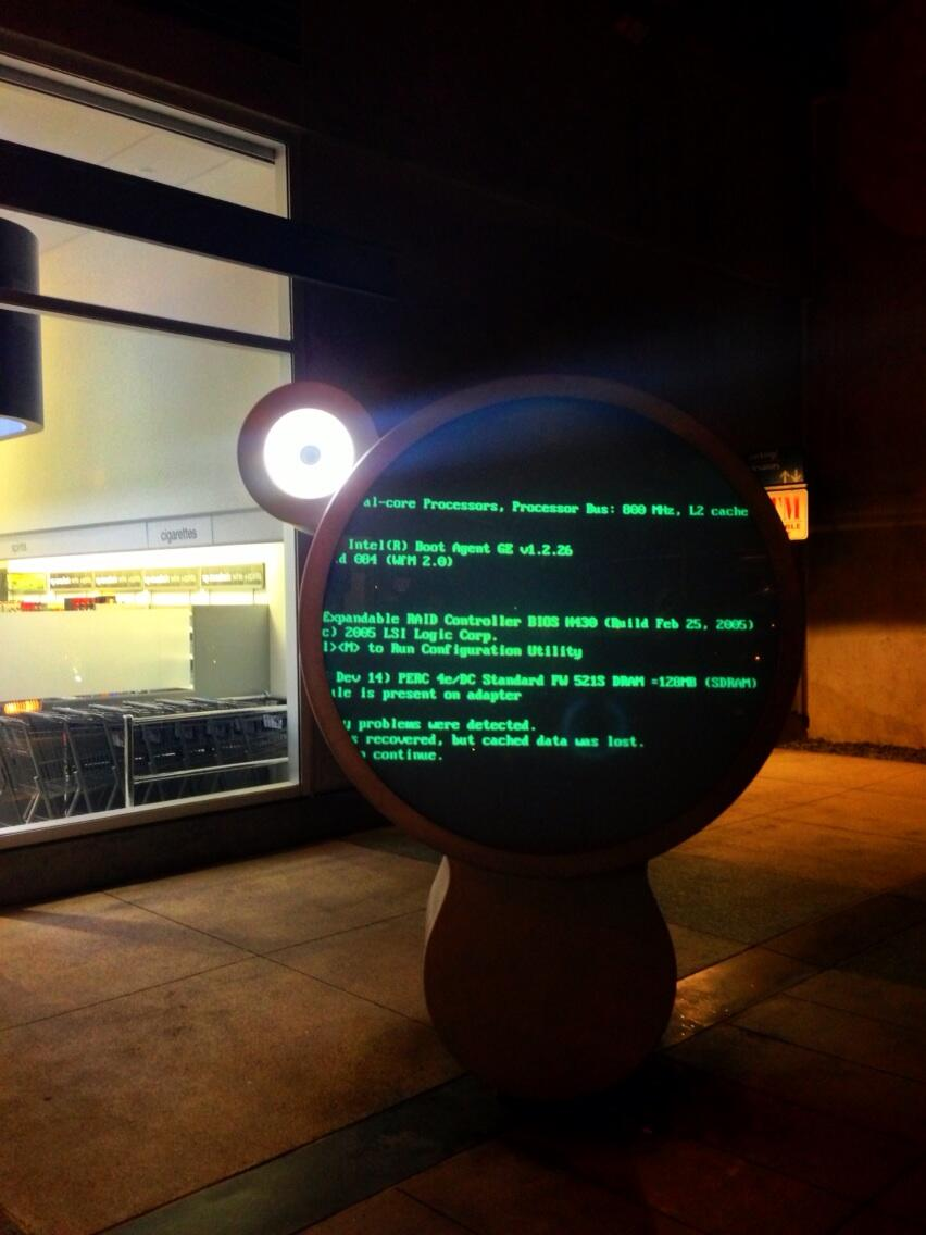 There's something so oddly satisfying about seeing error messages on public display screens. http://t.co/y449bFr7Dz