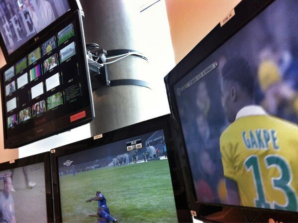 """RT @FabLeveque: Nantes/Monaco en direct du box @FrancetvSport ! Le résumé du choc de la Ligue2 ce soir à 20h dans """"Tout le Sport""""! http://t.co/xRu97ZpUe3"""