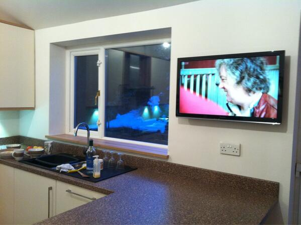 RT @jamesholden: Kitchen TV is up, complete with @Raspberry_Pi running XBMC. Look, no wires! All hidden. http://t.co/GAK5qI1XqP