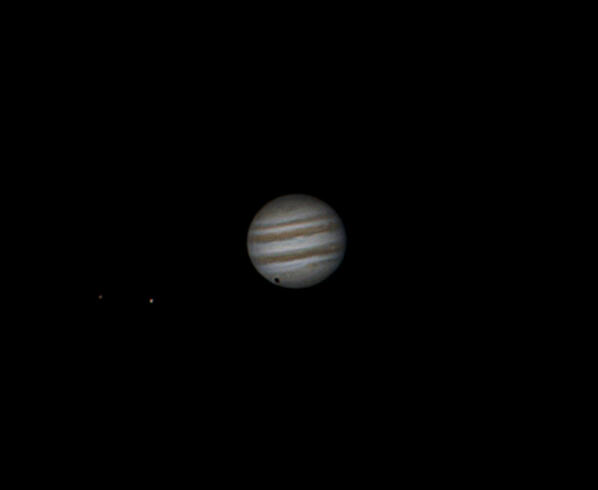 RT @NorwichAS: RT @chris_grimmer: Image from last night, Jupiter with Europa & Ganymede (shadow of Ganymede) think my best shot yet http://t.co/Dj1pVgfqsG