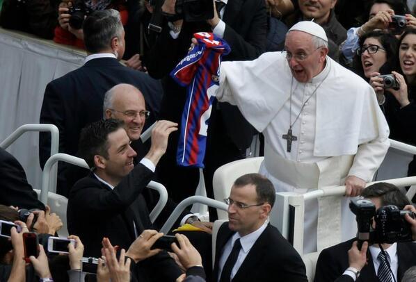 El papa futbolero (via @tancredipalmeri) http://t.co/kVo2ZQ2hy3