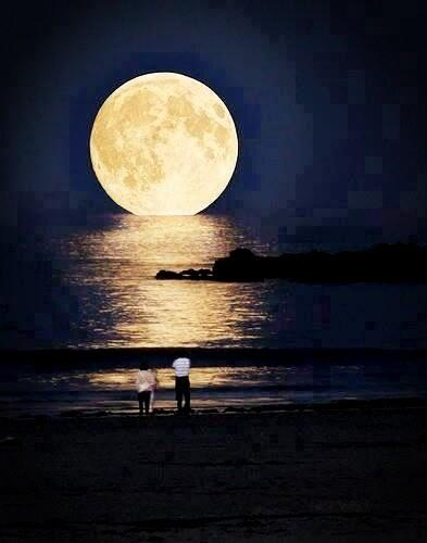 The moon at is closest point is less than 250,000 miles away #stunningearth http://t.co/bOZxkYAT0f