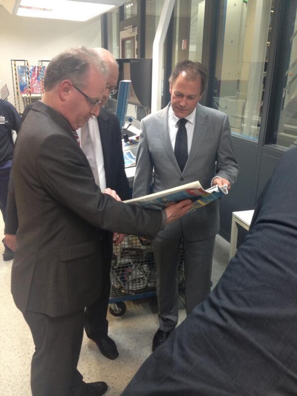 Drukker en uitgever allebei trots. #RDnl #tabloid http://t.co/tfIZBzZgQO