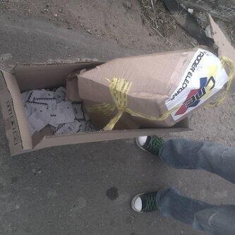 Norkys Batista (@Norkys_batista): Que desgracia de miserables tramposos... A DEFENDER NUESTROS VOTOS VENEZUELA, FIRMES EN LA LUCHA, @hcapriles CONTIGO http://t.co/M1IET6Whe8