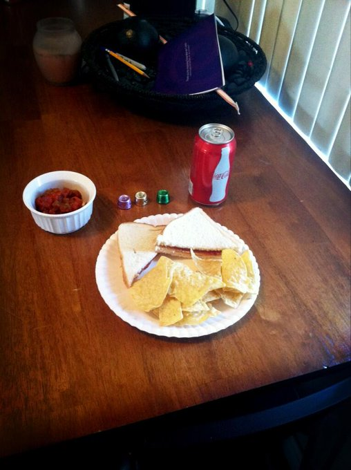 Just being the best stay at home girlfriend by making Brian lunch. &lt;a class=&quot;linkify&quot; href=&quot;http://t.co/iOIrhXz9U1&quot; rel=&quot;nofollow&quot; target=&quot;_blank&quot;&gt;http://t.co/iOIrhXz9U1&lt;/a&gt;
