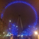 This is how the London Eye looked last night...and looks every night :) http://t.co/GlYGWnN8rU