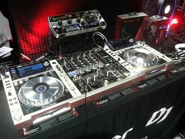 #Platinumsystem who's ready!? #CDJ2000nexus #DJM900nexus #RMX1000 http://t.co/Pk881J7v2U