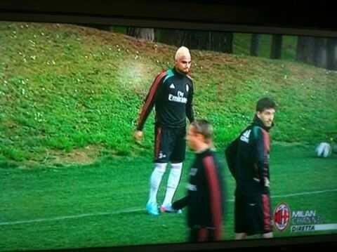BHK9yamCIAAKBRH Robinho rips the piss out of Boatengs new blonde haircut, does Woody Woodpecker laugh