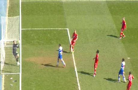 Reading keeper Boruc carries ball over line from a Le Fondre header but goal ruled out..what do you think? http://t.co/NWvykwiQw8