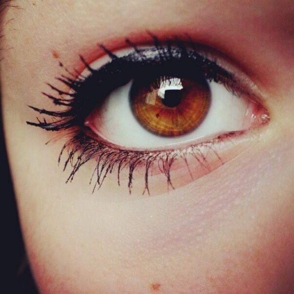 On dit que les yeux bleus sont les plus jolis. Je m'en fous moi j'aime bien mes yeux marrons. http://t.co/rQOmZYa5qC