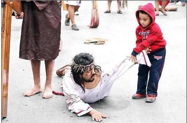 RT @Sacerdotus: During a Good Friday procession, a random child ran up to help the guy playing role of #Jesus. #catholic #trcot http://t.co/iQDbf4mquH