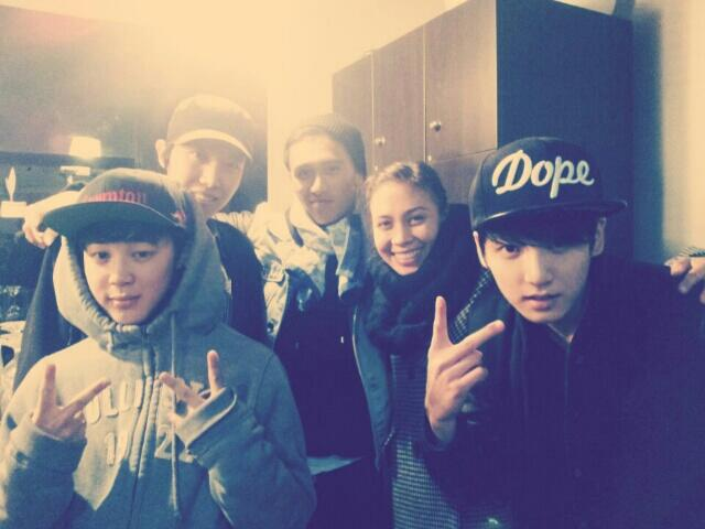 Keone And Marie And 방탄!ㅎ http://t.co/8lc9CkuhQK