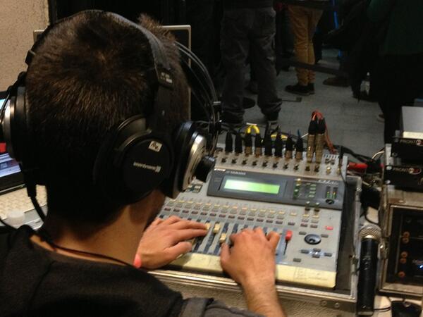 RT @radio3_rne: Los técnicos de @radio3_rne escuchándolo todo #laradioencendida http://t.co/0RxyNYf2zv