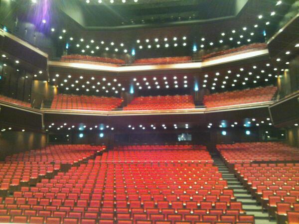 ど、どっひゃ~!  そんなオリンパスホール八王子、ステージから見た客席の様子もぱちり☆この素敵な会場でGirlishなイ