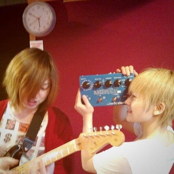 おはようございます。 本日はなにやら楽しげな フラフラのキーボードmura☆jun写真を入手! キーボード!? いや、きっとキーボード、、なはず。。。 ライブでご確認下さいませ( ´ ▽ ` )ノ http://t.co/9rCxYjKp69