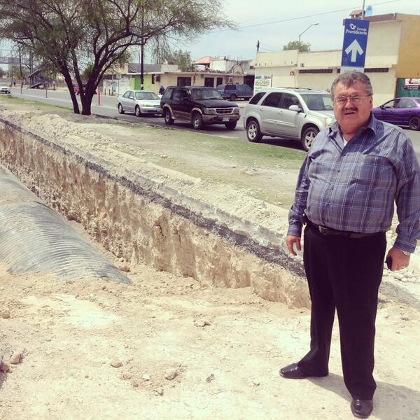 Supervisamos las obras de drenaje pluvial en Los Ébanos, esta obra traerá grandes beneficios para los vecinos http://t.co/nGSdTdX3eN