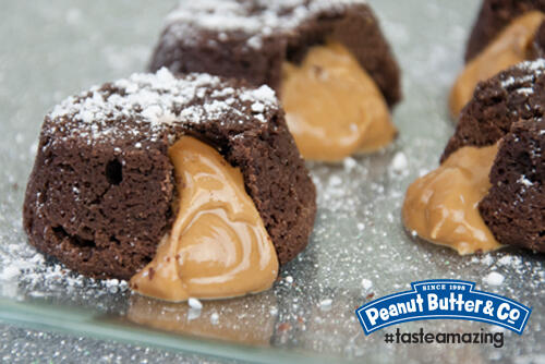 Molten chocolate lava cakes with a warm smooth peanut butter filling #tasteamazing http://t.co/8Zfe75eWiI
