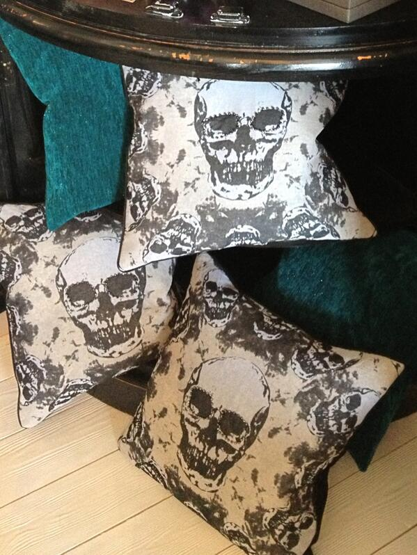 Only one skull cushion left at bridge st interiors in Brigg Lincolnshire . No tweeter but they have a FB page. http://t.co/28nex2ZxvB