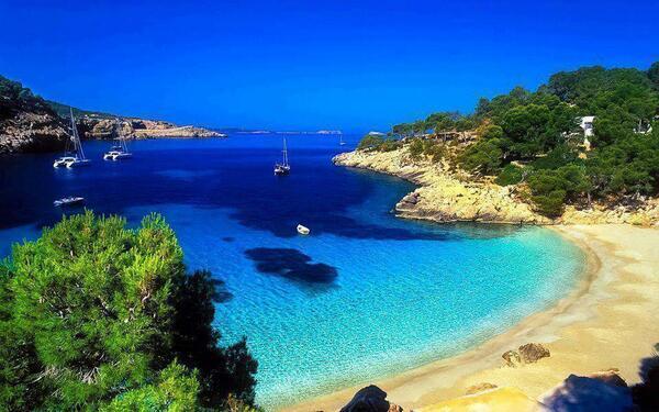 Cala Salada, Ibiza, España. http://t.co/8TbzAu0dq6