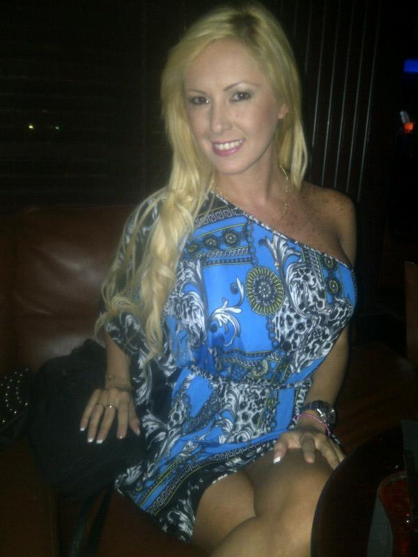 Deisy Cardenas (@deisy_cardenas1): Rumbita #miami #bluemartini http://t.co/q8MeJ2FQSB