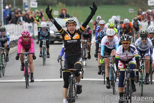The amazing @GiorgiaBronzini wins GP Elsy Jacobs in Luxembourg! @Wigglebikeshop @Honda_Uk @honda_australia  http://t.co/EBxmYJtiG8 #Champion