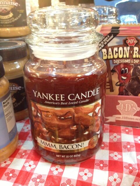 This was so disgusting **** #bacon #yankeecandle http://t.co/pGduXeiJHp http://t.co/f0AQoqEYav