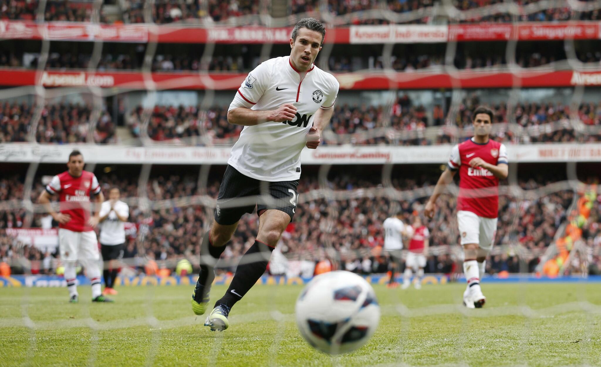 FULL-TIME Arsenal 1-1 Man Utd. Robin van Persie's penalty earns a draw for the #BPL champions against his former side http://t.co/S8d2w12L2j