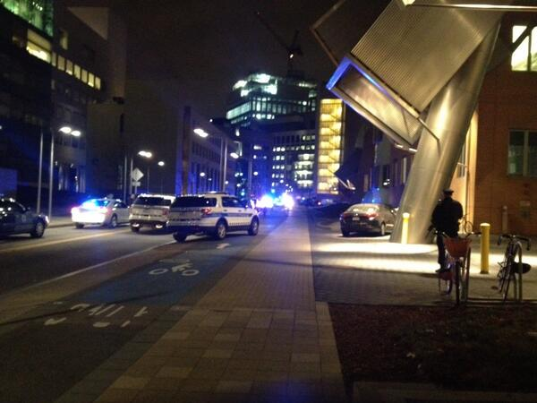 Heavily armed ATF officers, sniffer dogs and lots of police activity here at #MIT #Boston http://t.co/VHdrGFYbRh