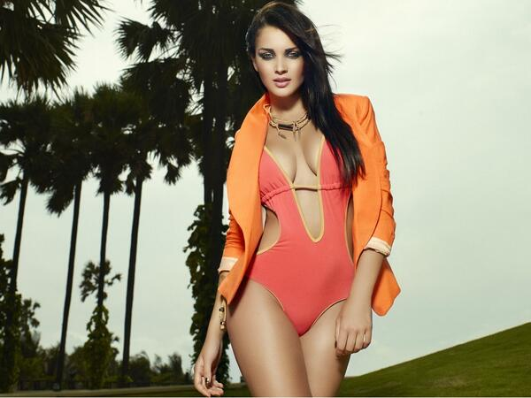 The swimwear issue is out.. That must mean Summer is round the corner!! Yay!! http://t.co/HVhrsc5nKz