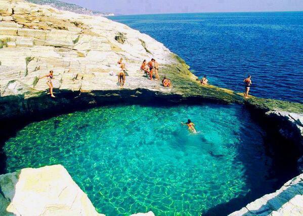 Piscina natural. Grecia.  @bvelmolinar @_Paisajes_ http://t.co/qXws4th04M