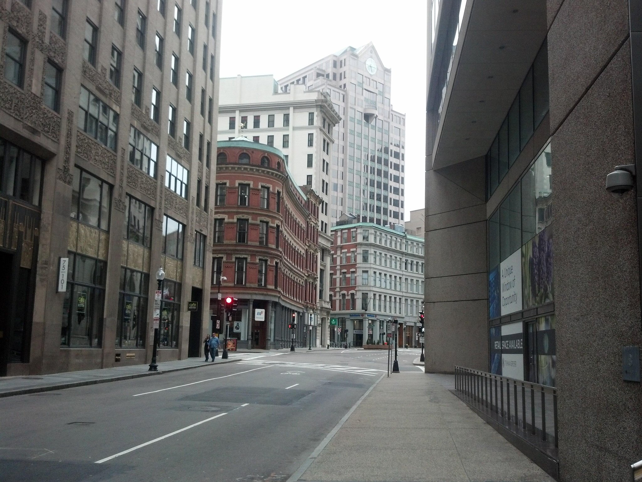 Downtown #Boston at rush hour during manhunt lockdown http://t.co/d8jwJEYXik
