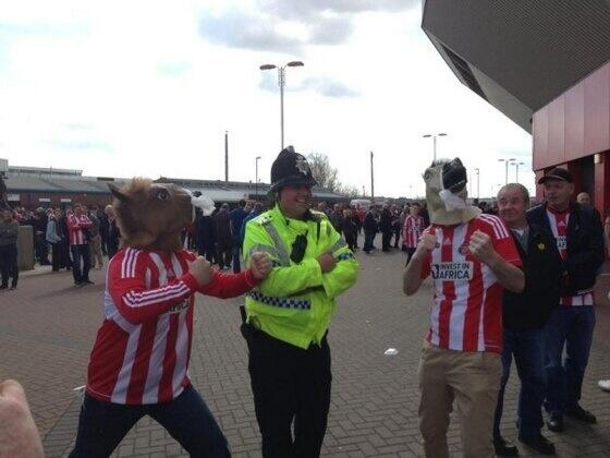 BIT4DIgCUAA Wht Brilliant pics! Sunderland fans take the piss out of Newcastle supporter that punched police horse