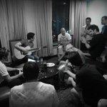 En el cuarto del hotel en Honduras grabando el proximo show de #FijateBien @SIRIUSXM #jammin