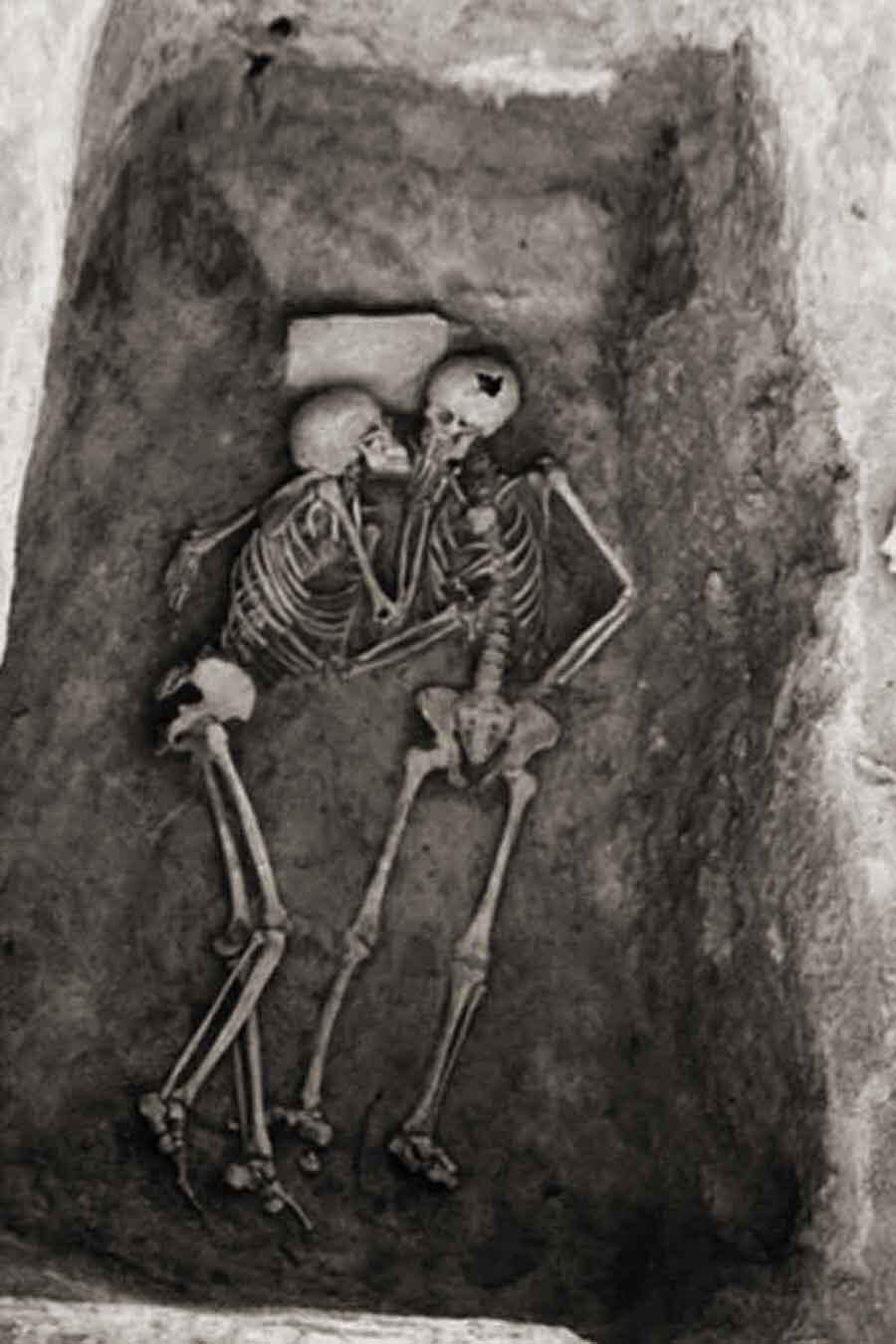 This is known as the 6000 year old kiss, it is found in a tomb in Iran. http://t.co/jOBuFemNAv
