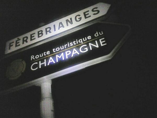 #ultrarider. Luna piena e profumo di primavera. Dopo 100km galleggio nelle bollicine della #champagne! @peugeotitalia