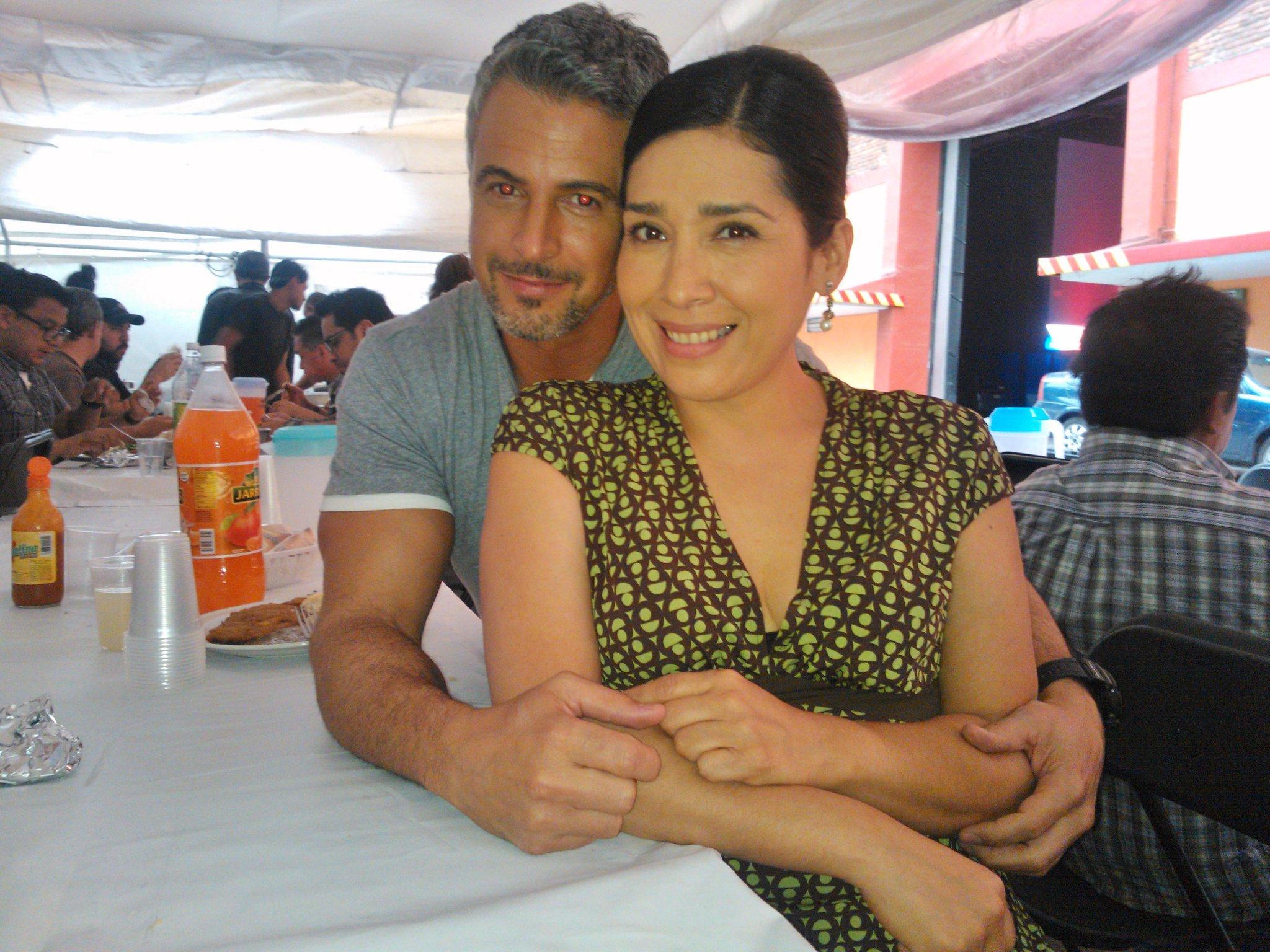 '@maruca0: Ahhh comiendo con el guapísimo comisionado Balmaceda.@diegosoldano @maruca0 provecho! http://t.co/oVJjGoFMaA'/Guapa tu mi Maru:-)