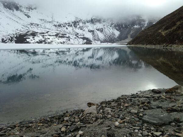 #SAConEverest The beautiful view of Lake 3 at Gokyo village. http://t.co/A2viJ4GHxd