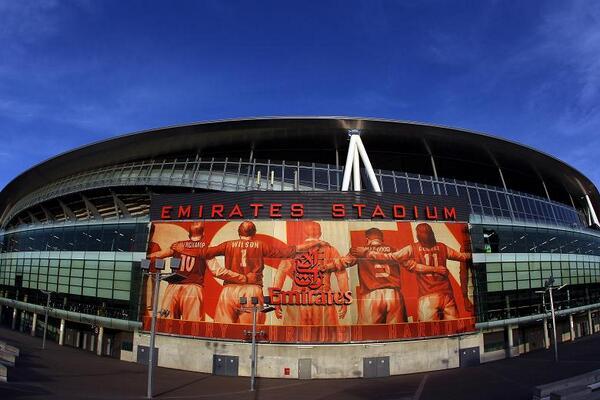 BItuJz CIAAcoyO Should Arsenal fans do the Poznan during Manchester Uniteds guard of honour?